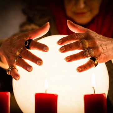 crystal ball gazer in south Delhi